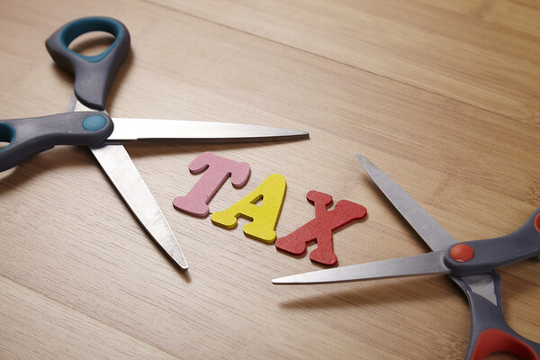 scissors-with-the-word-tax